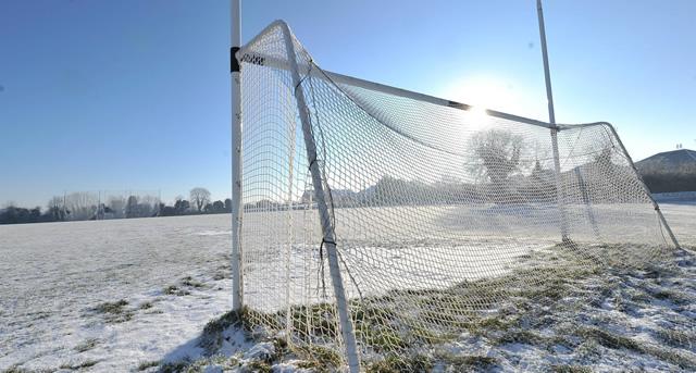 goalposts-snow